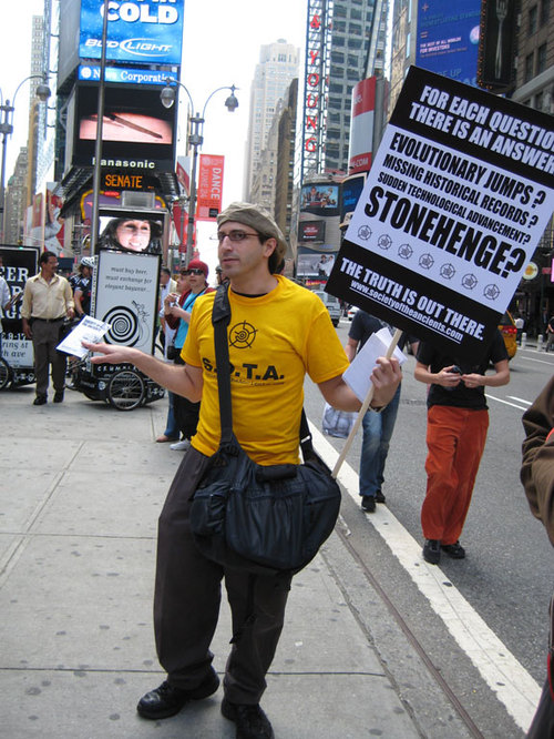 Protester_stonehenge
